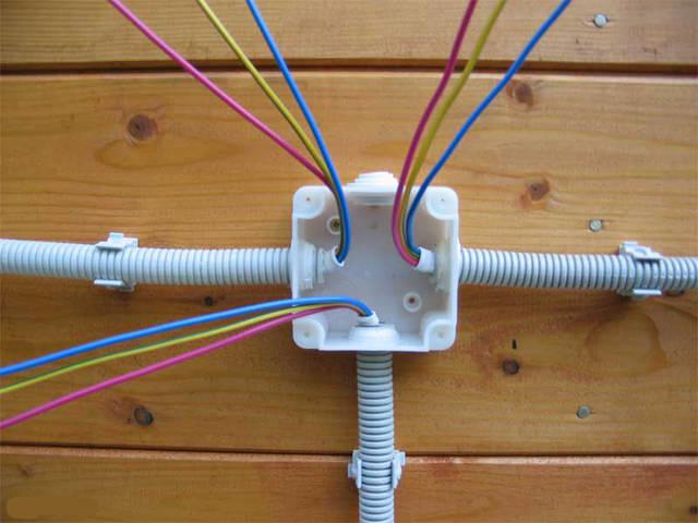 Монтаж проводки в частном доме своими руками видео