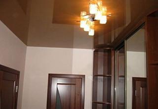 Люстра и натяжной потолок